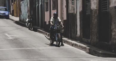 Las ventajas de conducir una moto eléctrica en Cuba