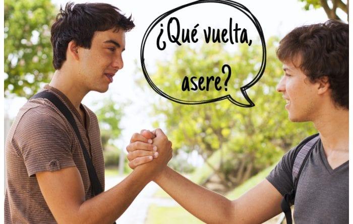 La mayoría de los hombres en Cuba usan el término asere al saludarse.