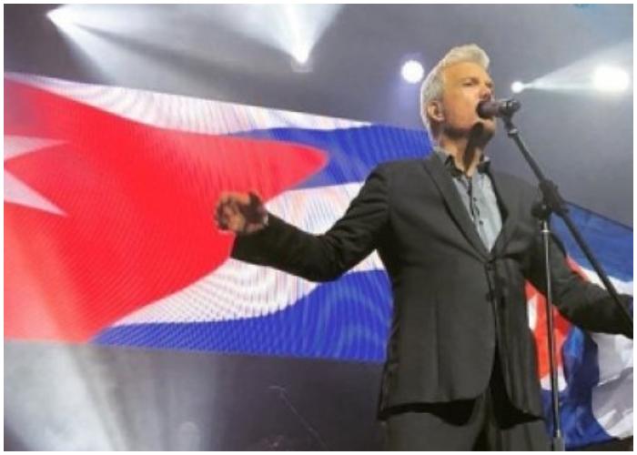 Chirino se ha convertido en la voz de los cubanos alrededor del mundo.