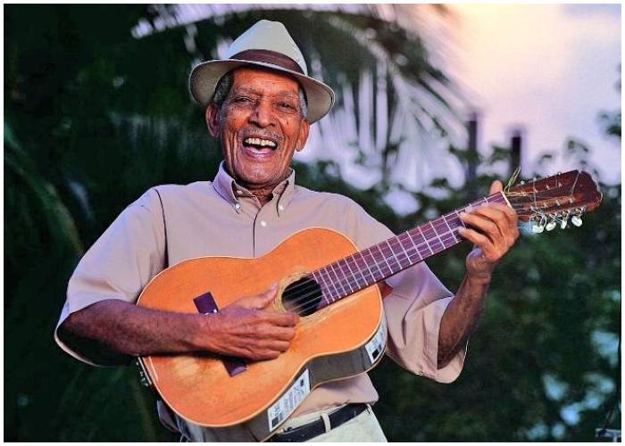 Compay Segundo es el creador del instrumento de 7 cuerdas conocido como armónico.