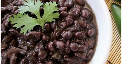 Receta de deliciosos frijoles negros con sabor cubano.