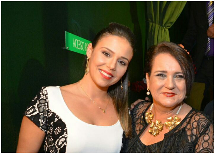 Arleny Valdés, junto a la alcaldesa de São João da Barra, Carla Machado.
