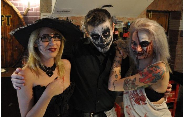 Descubre por qué la gente suele disfrazarse en Halloween.