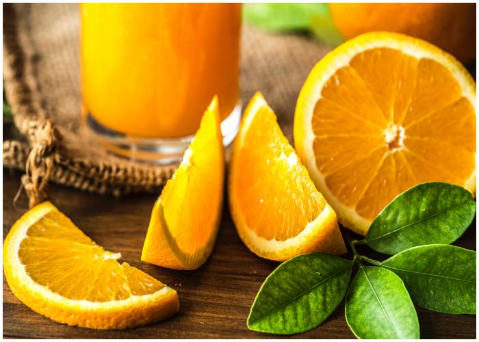 La naranja es empleada en la elaboración de deliciosos platillos y bebidas.