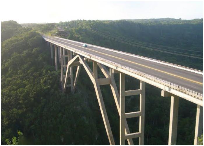 Puente de Bacunayagua, una de las siete maravillas de la Ingeniería Cubana.