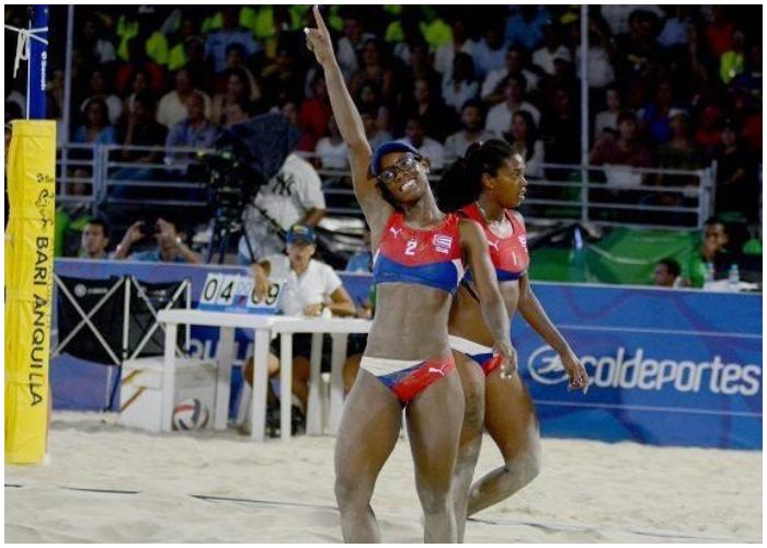 Selección femenina de voleibol de playa preparada para partir a República Dominicana.