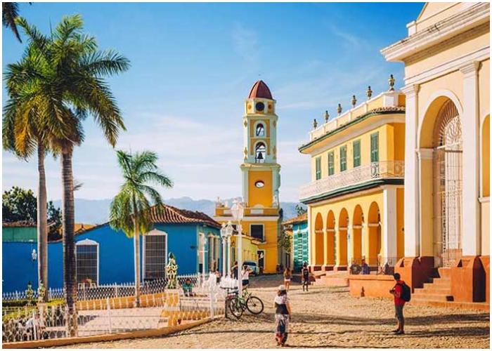 Trinidad, la ciudad museo llena de coloridas edificaciones coloniales.