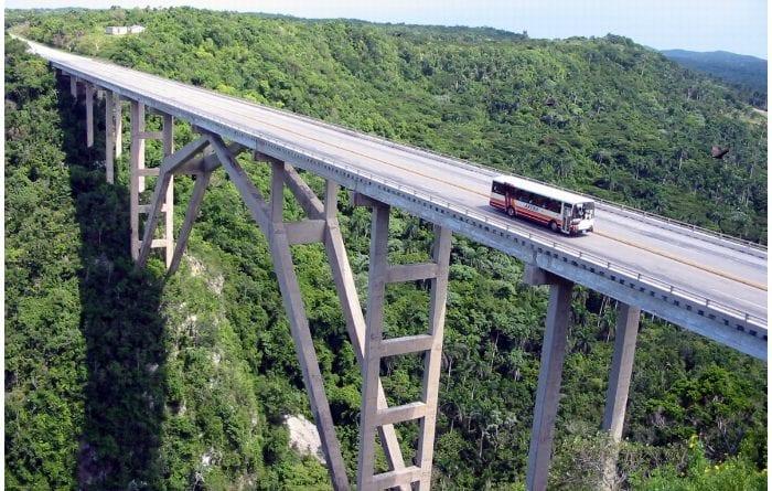 Vista aérea del Puente de Bacunayagua.