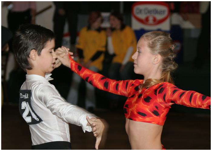 El chachachá se creó para hacer más simple la ejecución de algunos bailes latinos.