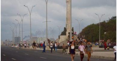 La Piragua, bella plaza abierta en el Malecón.