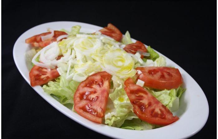 preparar ensalada de tomate lechuga y cebolla - JPG