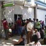 Colapsan los bancos cubanos por la apertura de cuentas en dólares