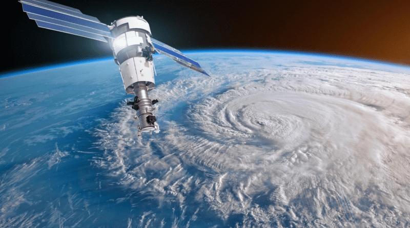 Satélite del NHC monitorea 2 posibles ciclones en océano Atlántico