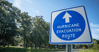 """Gran huracán Laura amenaza Louisiana y Texas: """"pedimos que evacúen inmediatamente"""""""