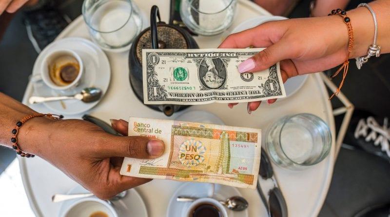 """Bancos cubanos se preparan para el """"día cero"""" de la unificación bancaria"""