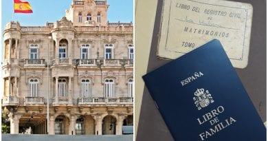 España entrega libro familia