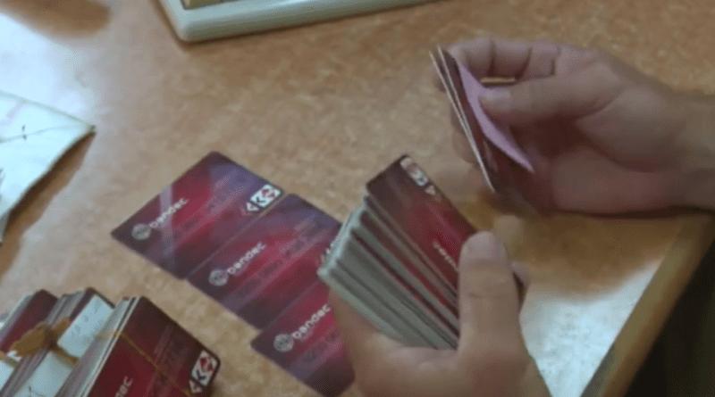 Casi 1 millón de cubanos tienen tarjetas en dólares