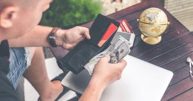 Trump presiona para que el cheque estímulo sea de 2000 dólares