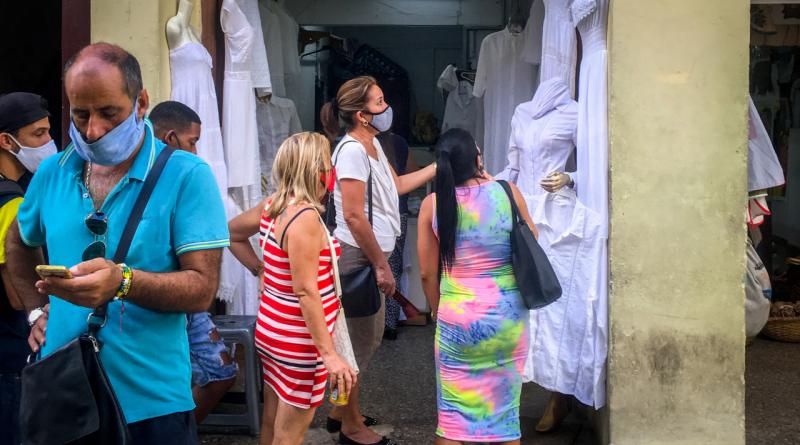 Cuentapropistas cubanos seguirán pagando el 10% de impuestos en 2021
