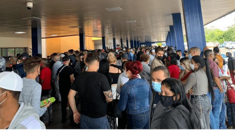 Colapsa Aeropuerto de La Habana por cancelaciones masivas (+VIDEOS)