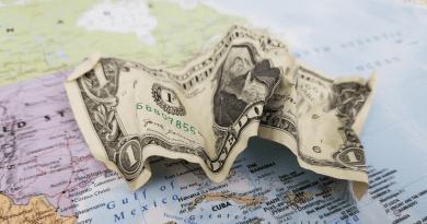 Hasta 60 pesos por cada dólar en el mercado negro de Cuba