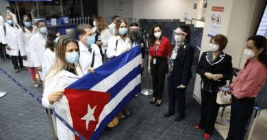 1061 médicos cubanos atienden pacientes con coronavirus en 26 países