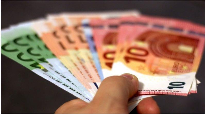 Cubanos españoles ayuda euros