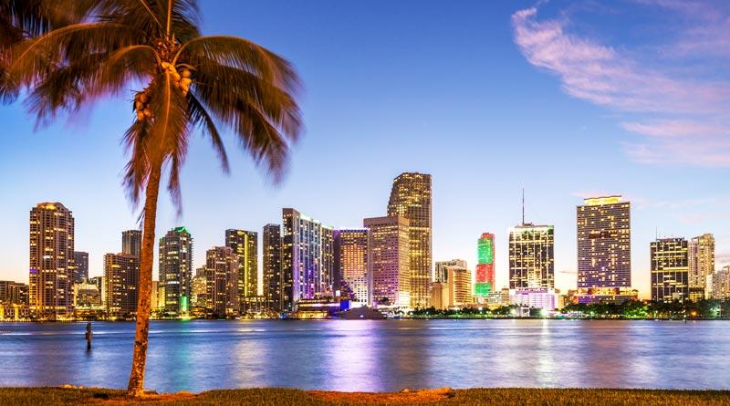 vista de Miami al otro lado de bahía