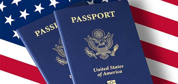 pasaporte-de-usa-y-bandera