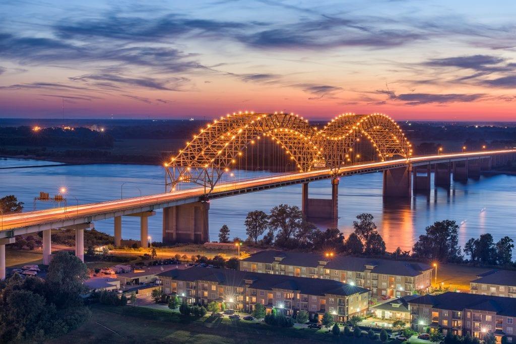 Memphis puente de la ciudad iluminado