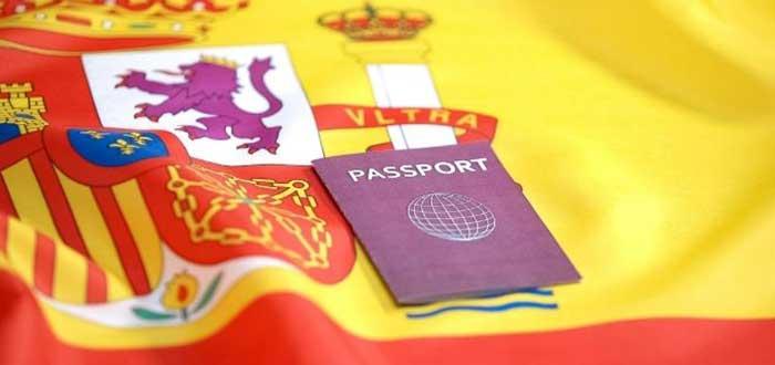 pasaporte-español-con-fondo-bandera-de-españa