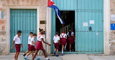 niños en escuela cubana